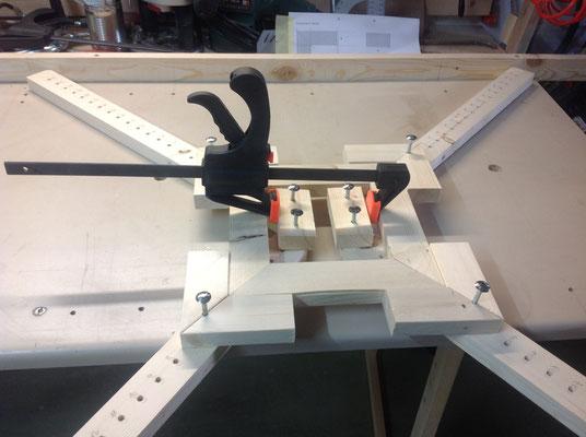 Ein Rahmen in der Zwinge von 30cm Quardrat