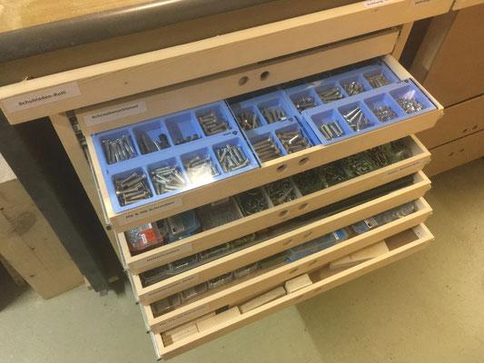 Schubladen-Rolli mit 10 Voll-Auszügen