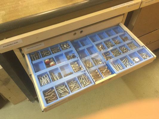 Schubladen-Rolli mit Tabletten-Blister als Wiederverwertung