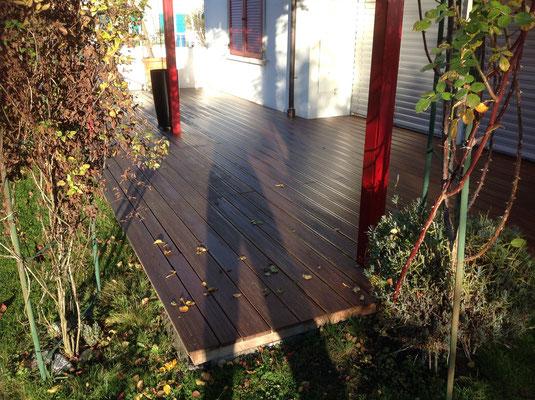 Gartensitzplatz mit Palmholz-Panelen
