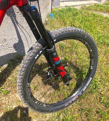 DT Swiss Laufräder beißen sich in den Untergrund und sorgen für Traktion.