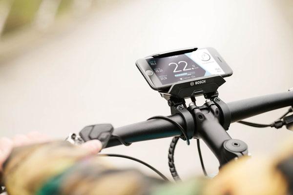 Bosch Smartphone-Hub mit Smartphone & COBI