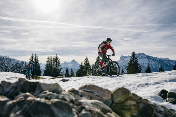 Husqvarna e-MTBs 2021 im Schnee