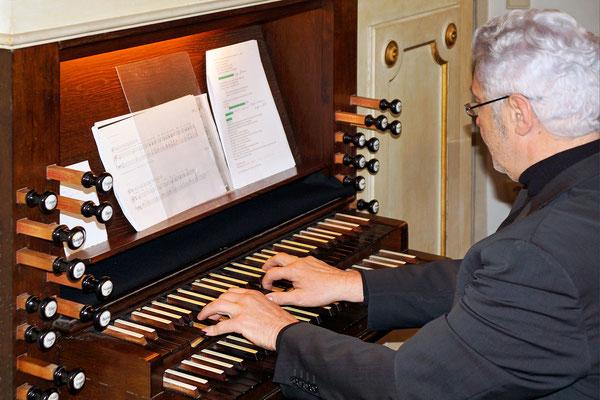 unser Karl an der Orgel