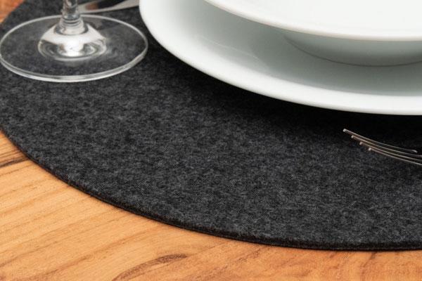 Rob&Raf Designer Tischset Platzset aus Polyester Filz in Graphit, Rund mit Geschirr