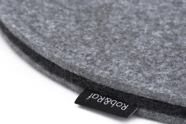 Rob&Raf Designer Sitzkissen Sitzunterlage  aus Polyester Filz in Grau, Rund mit Label