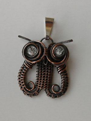 """Art.Nr.05317 Anhänger """"Eule"""" Kupfer mit Bergkristallperlen. Gesamtlänge etwa 3cm. (€ 36.-) Auch in Silber (Art.Nr.05217  € 61,-) ein Hingucker!"""