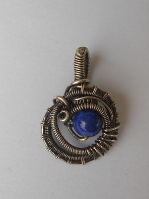 Art.Nr.06017 Minianhänger aus Sterlingsilber mit Lapislazuli. Gesamtlänge 2,5cm (€ 46,-)