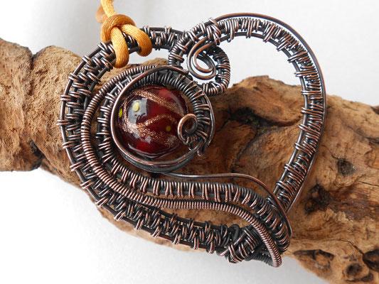 """Art.Nr.08717 Anhänger """"Kupferherz"""". Kupfer mit Glasperle opulent gewebt. Gesamtlänge ca. 6cm (€ 50.-)"""