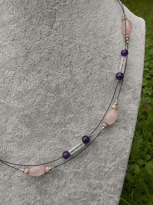 Art.Nr.03817 Stahldrahtkette mit Amethyst, Rosenquarz und Bergkristall. Länge 45cm (€23.-)