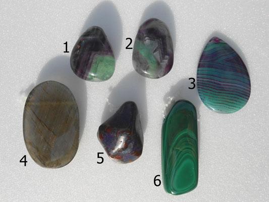 1: Fluorit 33x27mm   2:Fluorit 38x25mm   3:Achat gefärbt 50x35mm   4: Labradorit 53x32mm   5: Sugilith 48x29mm (sehr dick! 18mm)   6: Malachit 50x20mm   Alle Steine sind gebohrt.