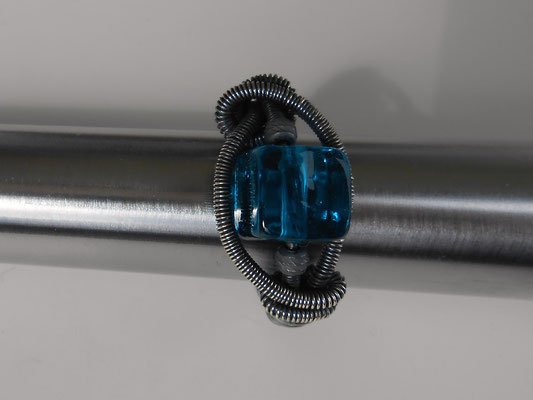 Sterling Silber mit Glasperle Ringgröße 12 bzw. 52  (€21.-)