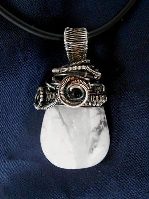 """Art.Nr.00317 Anhänger """"Herbstzauber"""" Sterling Silber mit Howlith und Onyxperle. Gesamtlänge ca.5cm (€49.-)"""