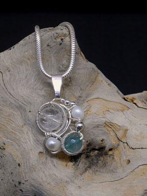 """Art.Nr. 09917: Anhänger """"Swirl weiß/blau"""" Sterlingsilber mit Süßwasserperle, blauem Achat und Bergkristall (€ 47,-)"""