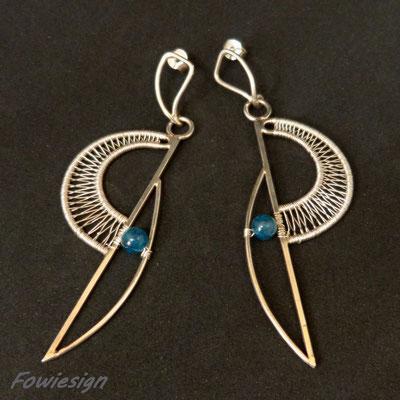 Art.Nr.: 04713 Ohrhänger aus Sterling- und Feinsilber mit Apatitperlen. Gesamtlänge ca.  8cm (€ 160.-)