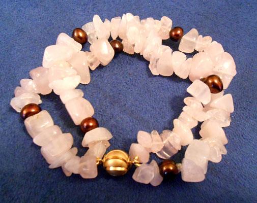 Armband Rosenquarzsplitter und braune Süßwasserperlen. Magnetschließe