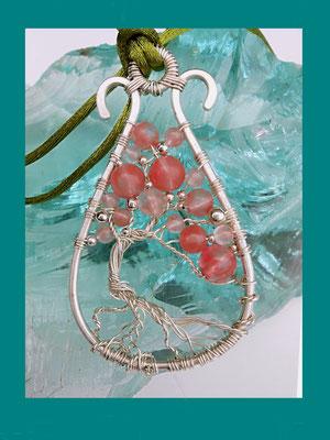"Art.Nr. 06517 ""Tree of Life"" Anhänger Sterlingsilber, Größe: 7 x 4cm, Erdbeerquarz und Silberperlen. (€ 58.-)"