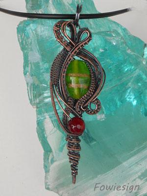 """Art.Nr. 02117  Anhänger """"Nikki grün"""" Kupfer mit Glasperle und Achat. Gesamtlänge 9cm (€ 67,-)"""