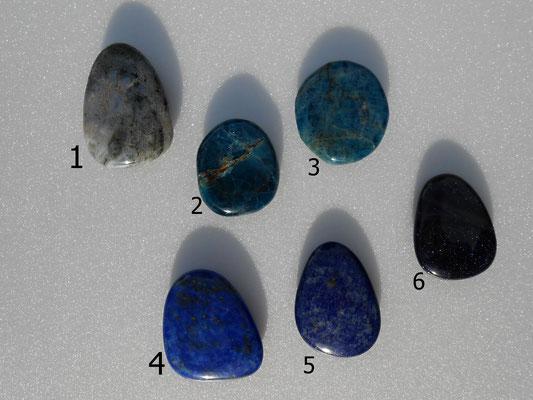 1: Moosachat 43x30mm   2: Apatit 32x28mm   3: Apatit 37x33mm   4: Lapislazuli 40x30mm   5: Lapislazuli 40x28mm   6: Blaufluß 37x28mm   Alle Steine sind NICHT gebohrt.