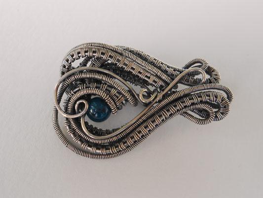 Art.Nr. 00511: Brosche aus Sterlingsilber mit Apatitperle. Gesamtlänge ca. 4,5cm (€43.-)
