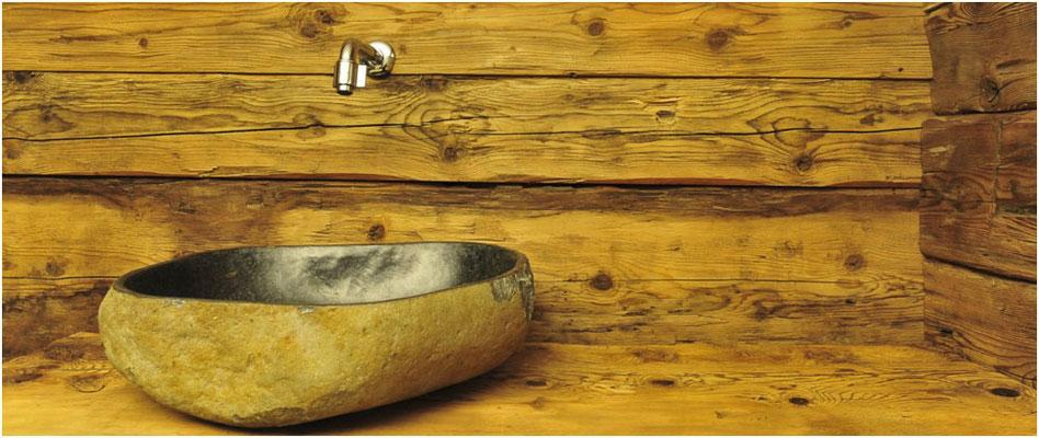 Detailansicht Waschbeckenbereich im Bad