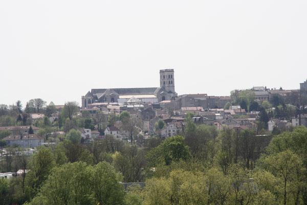 Verdun et sa cathédrale vus depuis le haut du jardin-Gîte des Palots