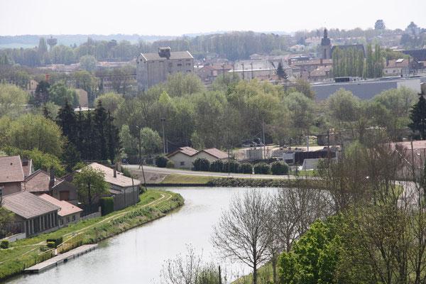 La Meuse vue depuis le haut du jardin-Gîte des Palots