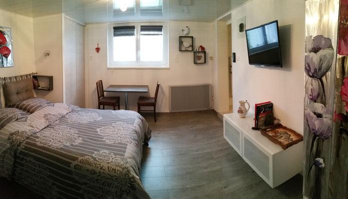 vue panoramique de la chambre afin d'avoir une vue d'ensemble