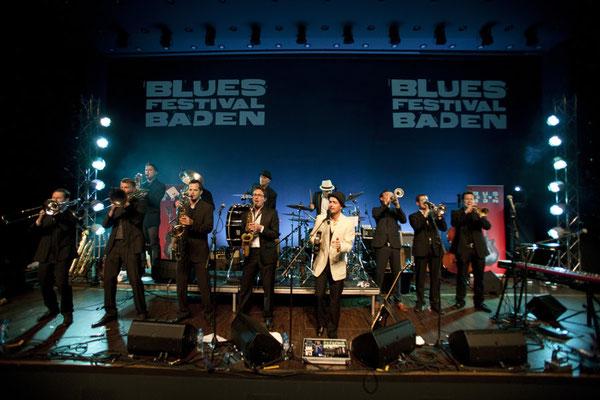 Aus einem Guss: Ed Elastic im TRAFO Kultur- und Kongressaal Baden: Das Bluesfestival staunte...