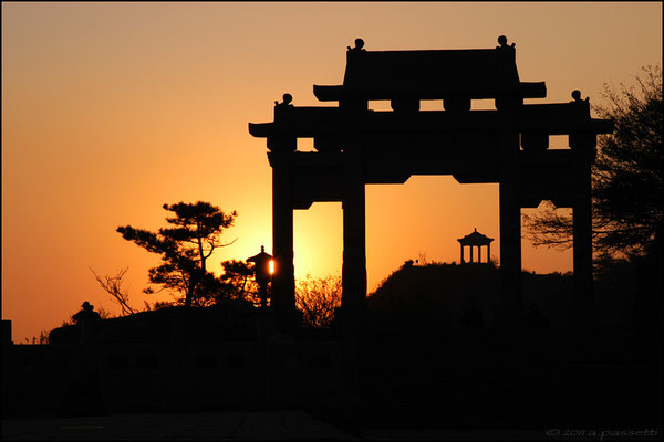 Gate against the sunset sky at the top of Taishan