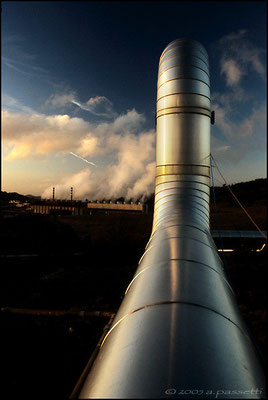 Electric energy produced by geothermal centres in Tuscany saves the use of 1'100'000 tons of petroleum, and consequently avoids the emission of 3'800'000 tons of CO2.