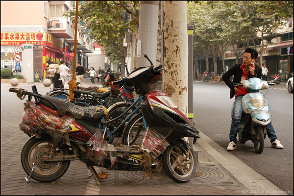 """The fine art of repairing"", Shanghai"