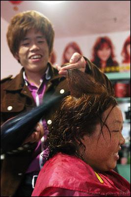 Hairdresser at work in Wudangshanzhen
