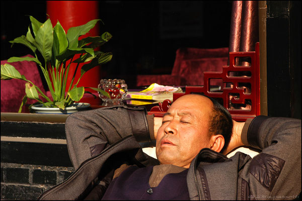 """The art of resting and sleeping any time is possible""; Pingyao"