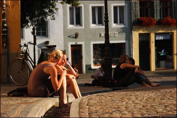 Chatting in Augustinerplatz