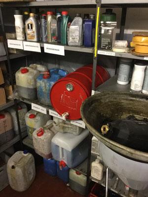 Kleinlagerung Gefahrstoffe ohne Auffangvorrichtung