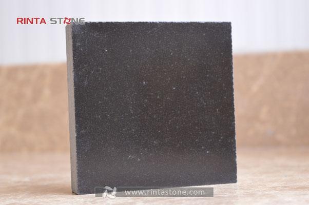 Monogila black