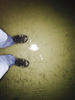 Wasserlauf der Straße