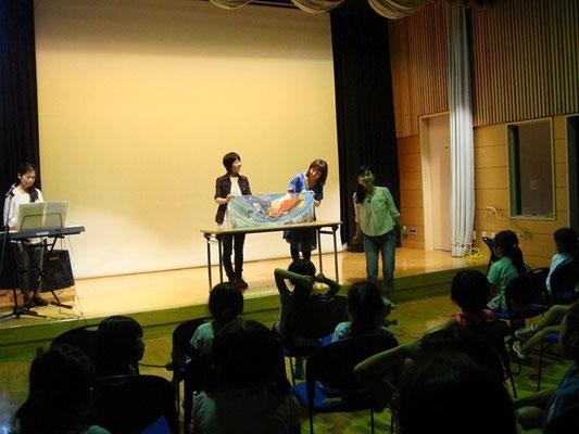 影山さん(4期)の大型絵本でお子さまたちを魅了していました