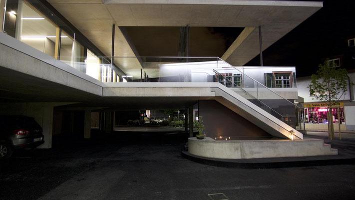 Brunnen und Treppe; Hotel Krone in Weil am Rhein