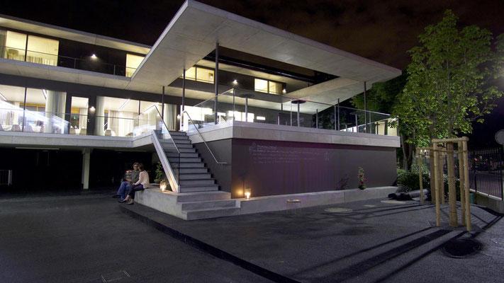 Nachtsicht auf Gäste-Terrasse; Hotel Krone in Weil am Rhein