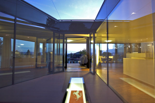 Haus in Lörrach mit Innenhof, Bodenfenster, Verbindung zwischen iNnen und Aussen