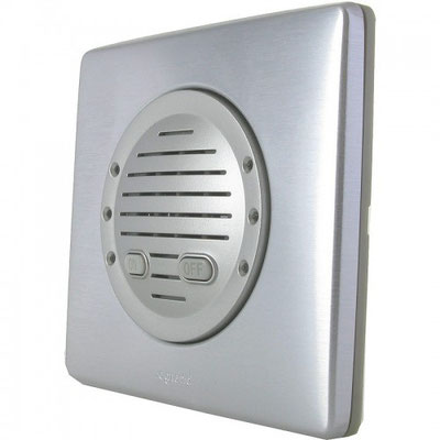 Électricité générale : LEGRAND propose un carillon d'ambiance aluminium avec 3 leds blanches lumineuses de chaque côté qui clignotent avec sonnerie.