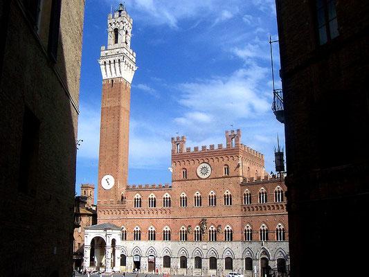 Il Palazzo Pubblico di Siena (detto anche Palazzo Comunale) è un edificio fatto costruire approssimativamente tra il 1297 e il 1310 dal Governo dei Nove della Repubblica di Siena, come propria sede