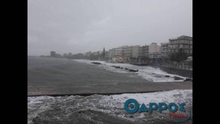 Les digues de Kalamata submergées par les flots en septembre 2018