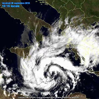Vue satellite de l'ouragan 'Zorbas' s'approchant du sud du Péloponnèse