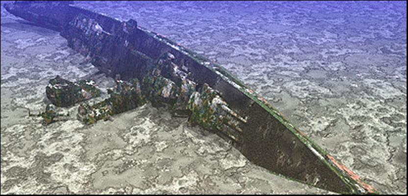 Durch Sonareinsatz ein virtuelles Bild. Der Bug mit dem Geschützturm ist zu erkennen; weiter der abgebrochene Gefechtsmast, daneben der fragmentarische Schornstein mit der Plattform, davor das E-Messgerät und hinten das abgebrochene Heck.