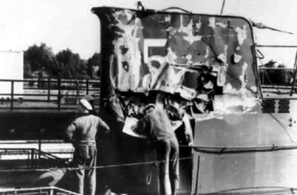 U - 35 - Schäden am Turm und am Bug.