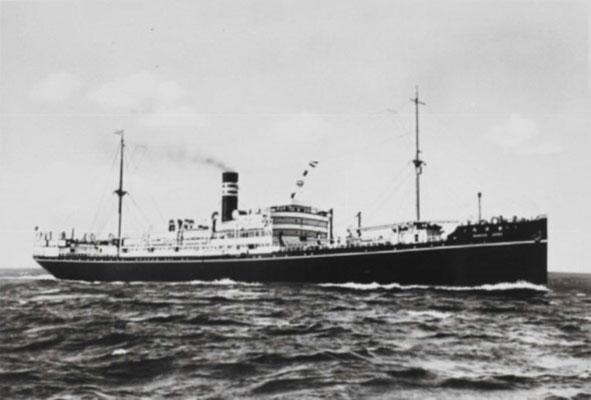 """Die """"Rakuyo Maru"""" 9.419 BRT; später, am 12. September 1944 wurde es vom U-Boot """"USS Sealion II""""  torpediert. Sie beförderte über 1.300 alliierte Kriegsgefangene, von denen 1. 159 auf See blieben."""