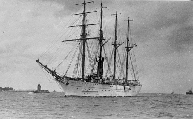 """Argentinisches Segelschulschiff """" ARA Presidente Sarmiento""""."""
